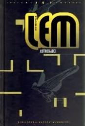 Astronauci to druga z koleii powieść Stanisława Lema, pochodząca z 1951 roku, a pierwsza po 'Szpitalu Przemienienia' powieść kosmiczna. Powstaław szczytowych momentach socrealizmu, została przez to skazana w następnych dekadach, a szczególnie w latach 90″ na banicję, dziś jest zaś ponownie odkrywana i przywracana do kanonu polskiej fantastyki naukowej.Napisana w okresie kiedy Stanisław Lem nie wstydził się przyznawać do fantastyki naukowej, w tej najtwardszej i najbardziej naukowej odmianie, i nie uciekł jeszcze w filozoficzno-naukowe rozważania porzucając literaturę, pokazując niesamowity talent literacki młodego pisarza. Mimo że to pierwsza książka […]