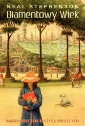 Powieść Diamentowy Wiek wyszła w 1995 roku i chwilę później, w 1996 roku otrzymała sławną Nagrodę Hugo. Już przed nią jednak wywoła spory szum wśród czytelników, do tej pory zresztą uważany jest za jedną z kilku ważniejszych powieści szeroko pojętej fantastyki naukowej całej dekady lat 90″. Książkę zaliczaną do post-cyberpunku odebrałem jako połączenie historii alternatywnej, cyberpunku i socjologicznej fantastyki naukowej, zabierającej głos w dyskusji nad przyszłymi scenariuszami rozwoju jaki podąży ludzkość. Zabierałem się za tą książkę kilkukrotnie i za każdym razem zniesmaczony zawartym w niej żargonem, że rzucę […]